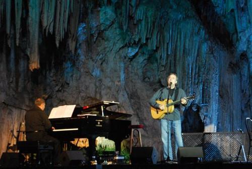 Serrat en la Cueva de Nerja