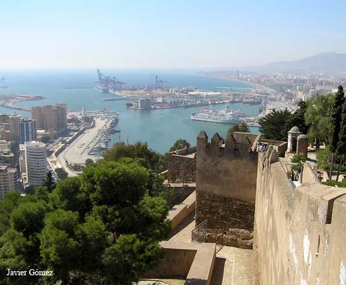 El Puerto de Málaga visto desde la Alcazaba